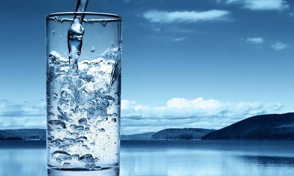 Человеку, страдающему от панкреатита, следует пить много теплой воды. Рекомендуется выпивать 2-2,5 л в сутки