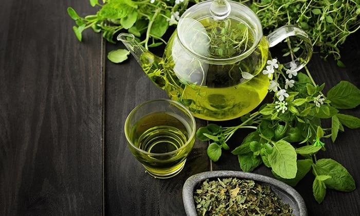 Так же рекомендуют пить зеленый чай, можно жевать листики зеленого чая для избавления от тошноты