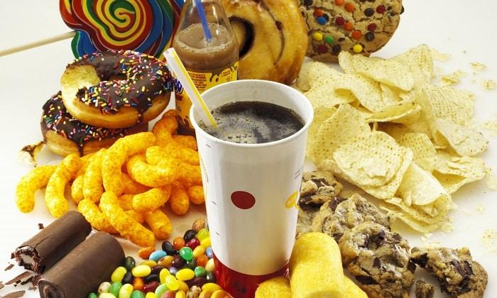 Не следует употреблять в пищу сдобную выпечку и кофейные напитки