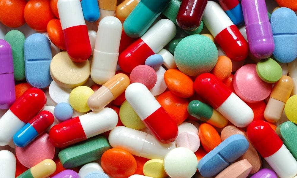 Перед сном пациенту нужно принять слабительные препараты, назначенные врачом