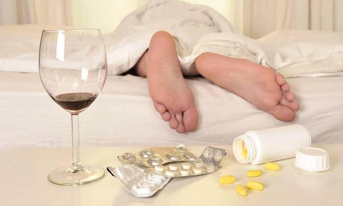 Алкоголь может снизить эффективность лекарства, поэтому подобная продукция запрещена для пациента