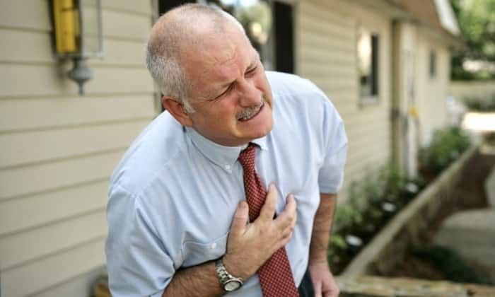 Папаверин применяют при резкой грудной боли в области сердца (стенокардии), а также неуточненных болях в области сердца