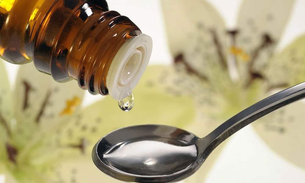 Настойка аконита используется в микродозах и перед применением обязательно разводится водой. Лечение начинают с 1 капли в сутки