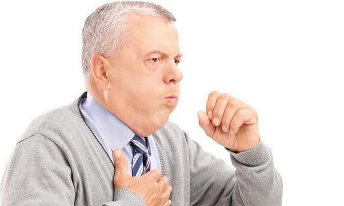 При вторичной опухоли железы на фоне поражения легких наблюдаются такие симптомы, как одышка, боль в груди, кровохарканье и кашель