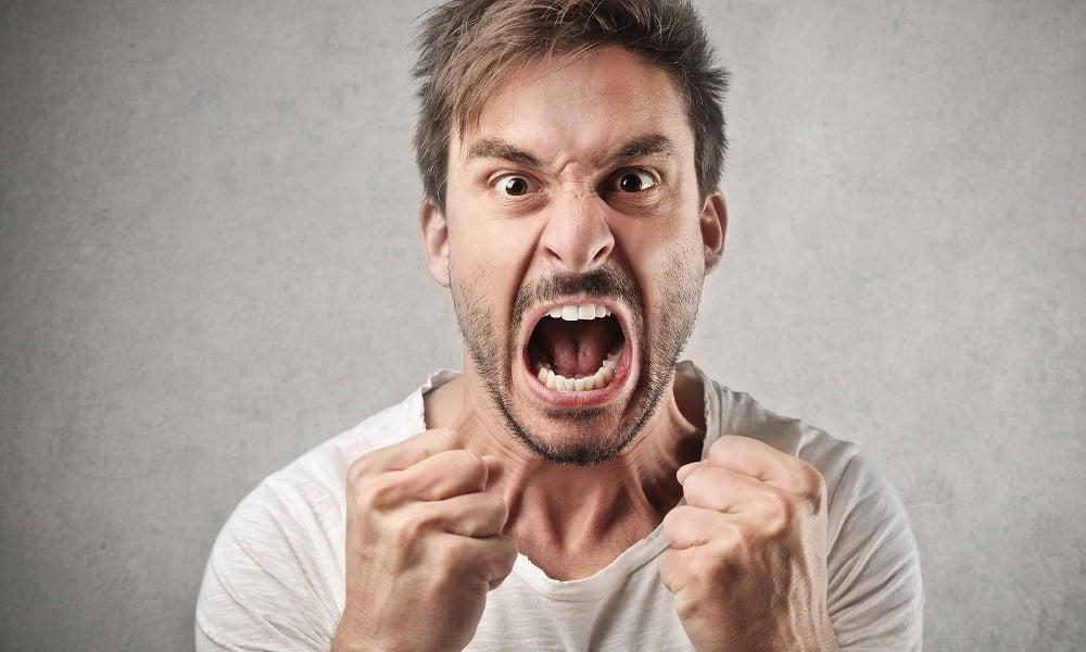 Подавляемые негативные эмоции лежат в основе психических расстройств. Человек, склонный сдерживать свою агрессивную энергию, сталкивается с приступами боли в животе в ночное время суток