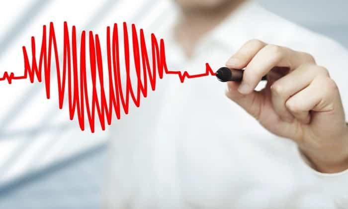 Не исключена атриовентрикулярная блокада, когда замедляется или вовсе прекращается импульс между предсердиями и желудочками