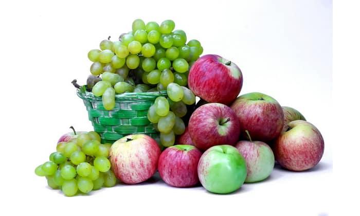 Запрещены кислые или сладкие фрукты и ягоды, такие как виноград, малина, груши и яблоки сладких сортов др