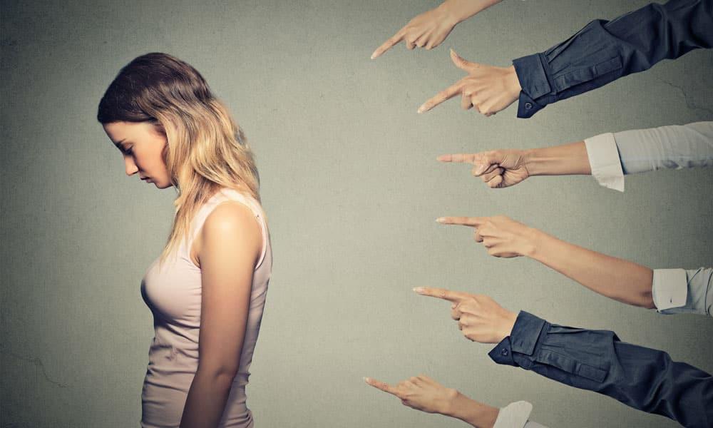 Чувство стыда приводит к появлению рвотных позывов и диареи на фоне дисфункции поджелудочной железы