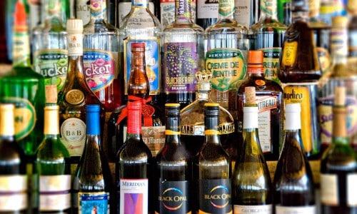 Врачи не советуют сочетать лечение с потреблением спиртных напитков