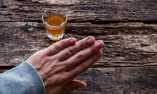 Во время лечения таблетками с метилурацилом следует воздержаться от употребления спиртных напитков