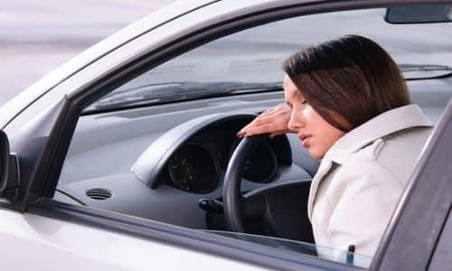 При управлении транспортным средством необходимо проявлять осторожность ввиду снижения концентрации внимания и замедления психомоторных реакций при приеме препарата