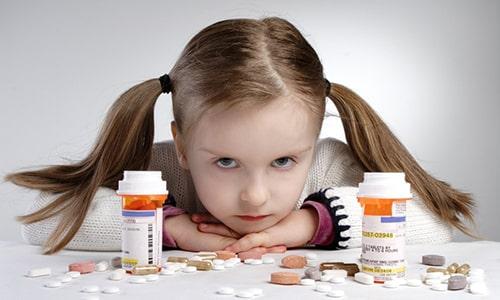 Противопоказано принимать медикамент пациентам до 12 лет