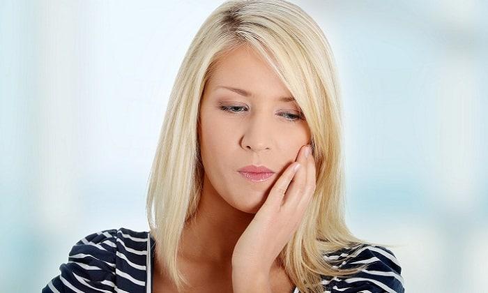 Средство оказывает анальгезирующее действие при зубной боли