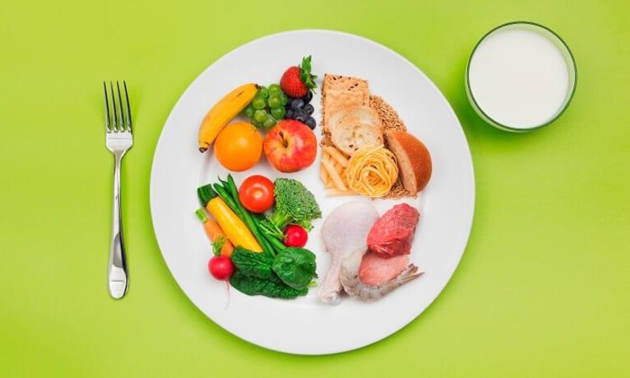 Принимать лекарство рекомендуется во время еды. Если врач назначил пить более 1 капсулы за раз, то следует употребить 1 таблетку до приема пищи, а другую - после