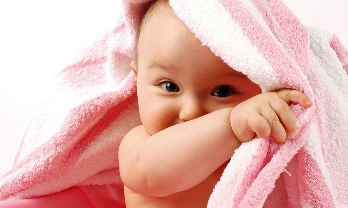 Препарат допустимо использовать в детском возрасте, в т. ч. младенцам до 1,5 лет, однако у ребенка могут возникнуть трудности с проглатыванием капсул