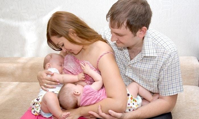 Если у ребенка проблемы с пищеварением, вызванные заболеваниями мамы, и он находится на грудном вскармливании, матери нужно начать принимать препараты с бифидобактериями, но после согласования с врачом
