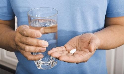 Таблетки Мексиприма не нужно разжевывать или рассасывать, пилюлю следует проглотить и запить водой