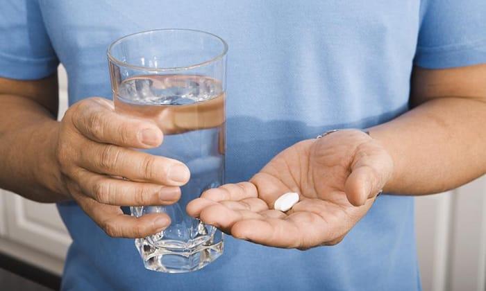 Таблетки рекомендуется употреблять за 30 минут до приема пищи. Их нужно проглотить и запить водой