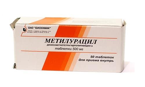 Метилурацил направлен на восстановление участков, затронутых патологическим процессом, поэтому лекарство может использоваться в период развития болезни