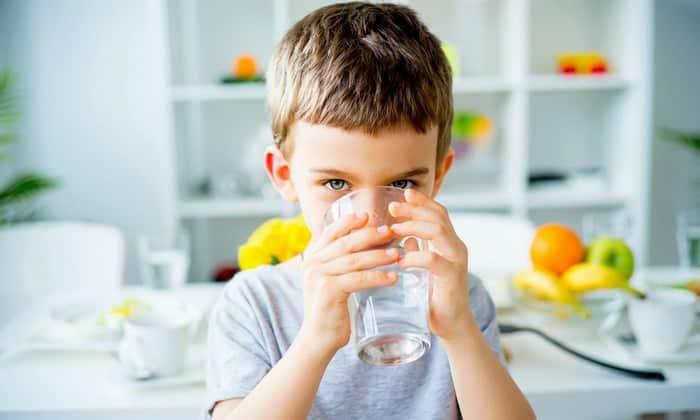 Воспрещается пить таблетки детям до 6 лет