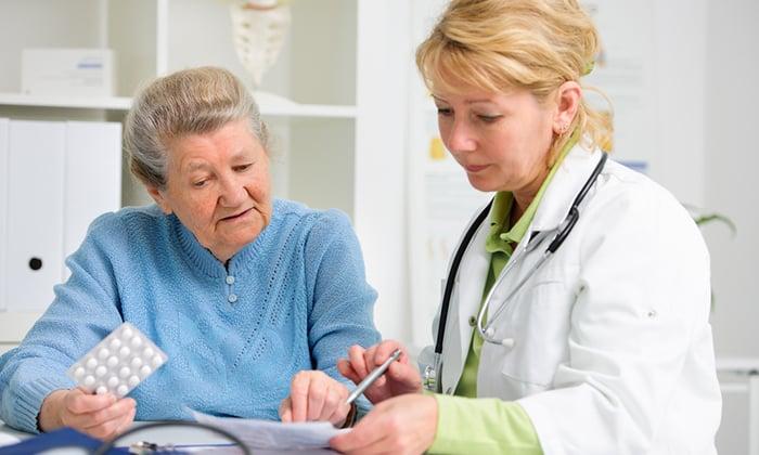 Сочетание медикаментов у пожилых людей применяется с осторожностью и в уменьшенной дозировке