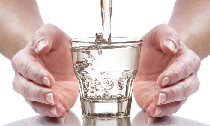 После каждого приема пищи следует выпивать по 1 стакану воды