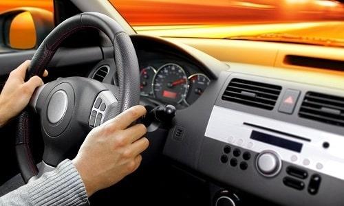 Галстена не влияет на скорость реакции человека, сидящего за рулем