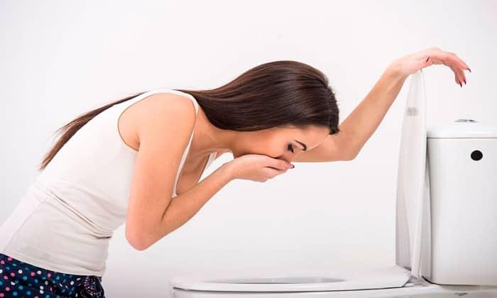 После приема Маалокса может беспокоить тошнота и рвота — это побочные действия препарата