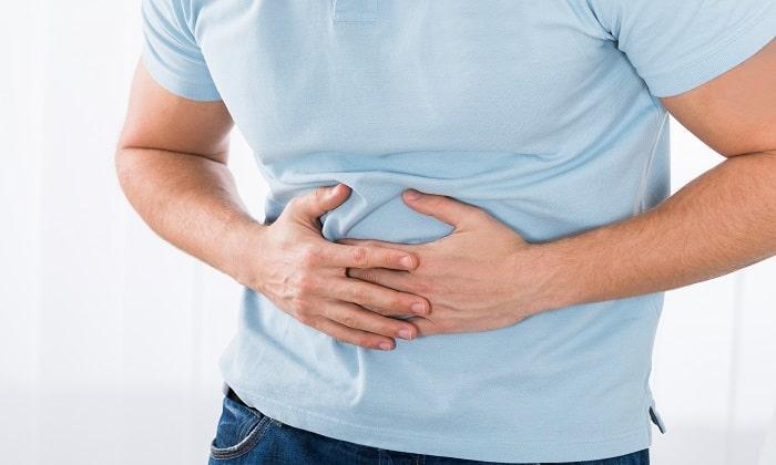 В числе побочных явлений препарата спазмы и боли в желудке