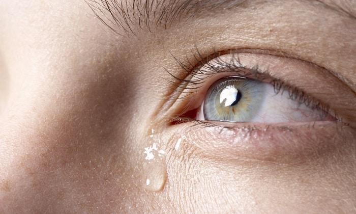 Прием рассматриваемых медикаментов может вызвать слезоточивость