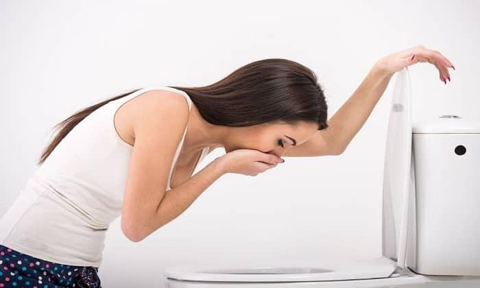 В некоторых случаях побочные действия препаратов проявляются через тошноту