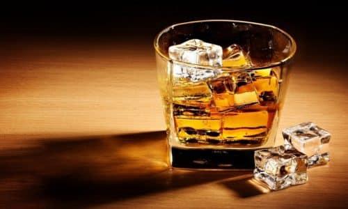 Не рекомендуется совмещать препарат с алкоголем, так как он губительно действует на полезную микрофлору