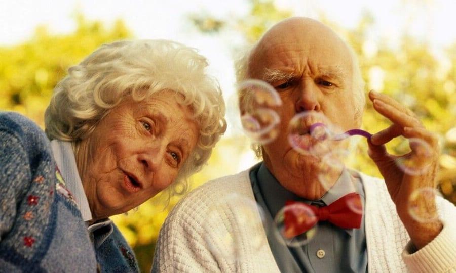 Мексидол и Циннаризин в пожилом возрасте применяется с учетом противопоказаний. Осторожность необходима при синдроме Паркинсона