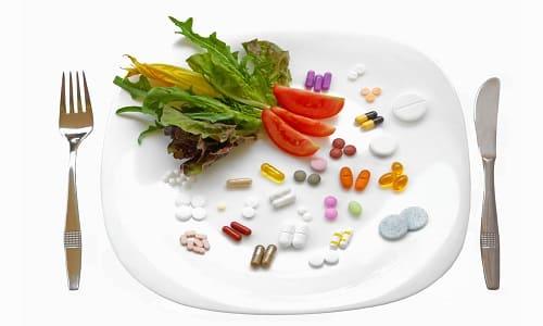 Фармакокинетика характеризуется быстрой абсорбцией при приеме натощак. Употребление лекарства после еды замедляет процессы