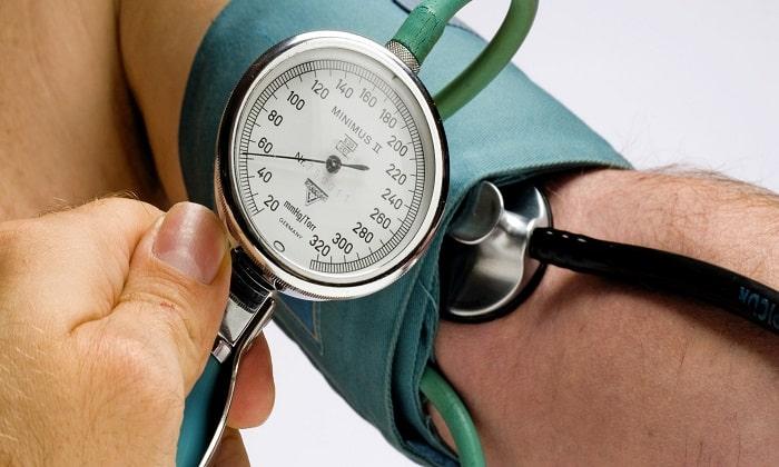 Проявлением превышения дозы является повышение артериального давления