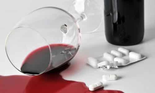 Желательно воздержаться от распития спиртного в период лечения, чтобы избежать возможных осложнений и дополнительного раздражения ЖКТ