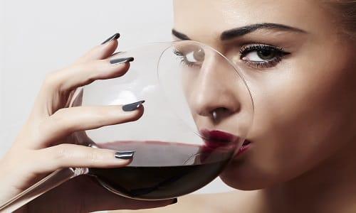 При лечении гастрита и язвенной болезни употребление алкоголя запрещено