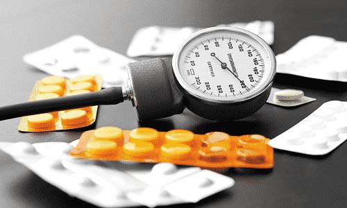 Нежелателен прием препаратов при артериальной гипертензии, т.к. повышается риск геморрагического инсульта