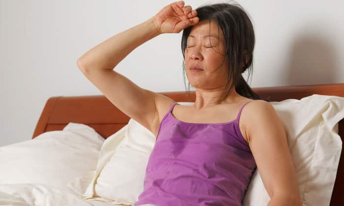 У некоторых пациентов развивается обильное потоотделение