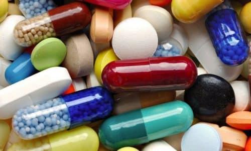 В инструкции по применению не описано никаких реакций взаимодействия спазмолитика с иными медикаментами