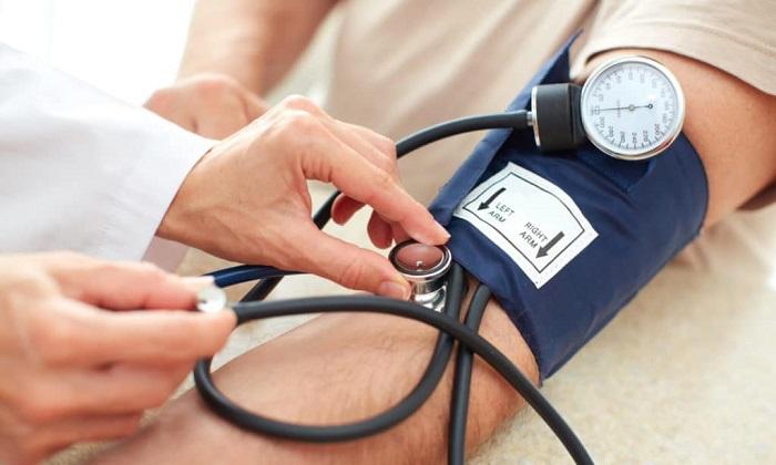 Один из побочных эффектов приема препаратя - лабильность артериального давления