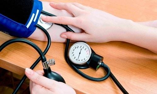 При инфузионном введении раствора в течение 1,5 часа возможно повышение кровяного давления