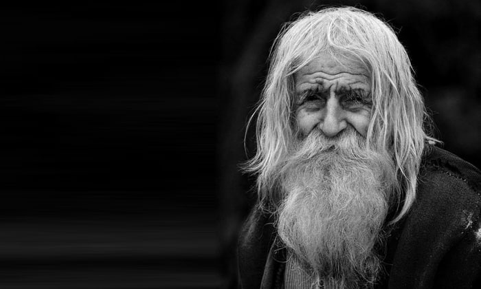 В пожилом возрасте не требуется коррекция дозы