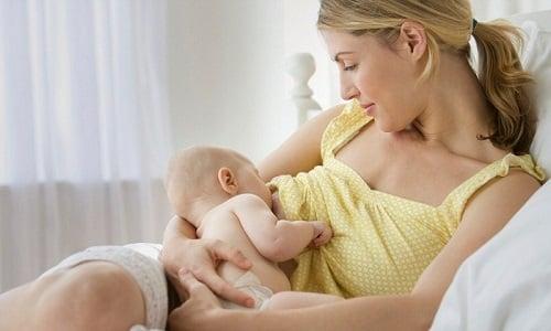 Кормящим матерям применять Анальгин запрещено