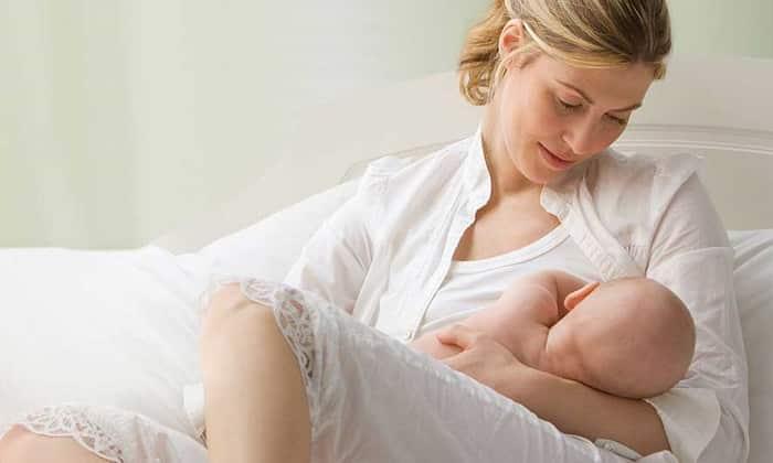 На период проведения лекарственной терапии желательно отказаться от грудного вскармливания
