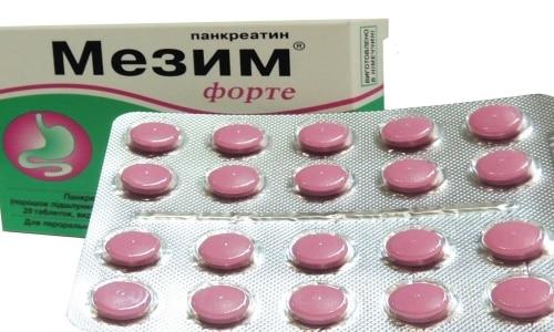 Производят Мезим в виде таблеток, которые защищены розовой оболочкой. Запах у лекарства неприятный и специфический