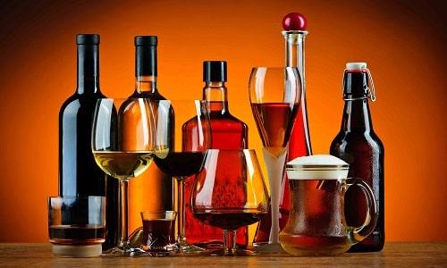 От спиртного на время лечения средством нужно отказаться, так как это может спровоцировать повторный приступ тошноты