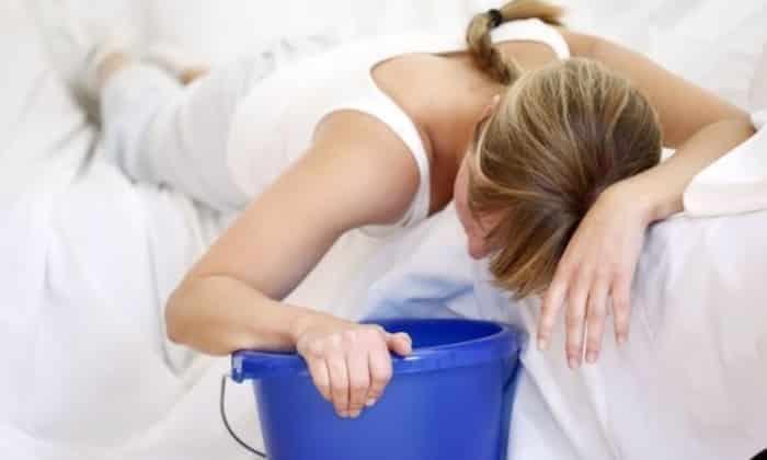 Побочный эффект может проявляться в виде тошноты и рвоты
