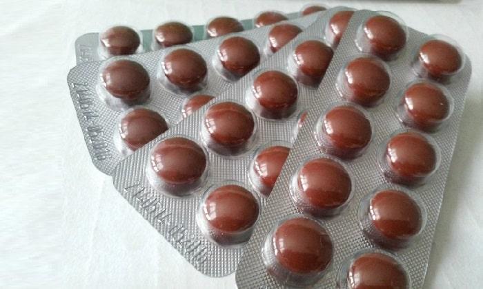 Таблетки Панкреатин Белмед гладкие, блестящие, коричневого цвета, покрыты специальной защитной оболочкой