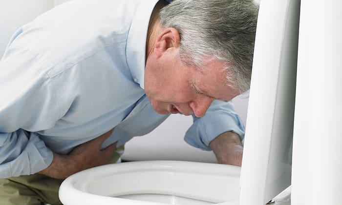 При передозировке препаратом характерны такие симптомы: рвота, чувство тошноты